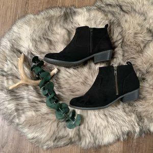 Arizona Jeans Co black zip up booties. Size: 8.